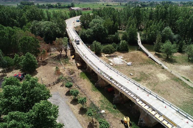 Reposición del sistema de contención y reparación en el puente sobre el Río Porma de la Carretera N-601