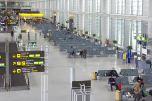 Equipment and installations at the new terminal building at Malaga Airport (Spain)